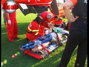 I-a rămas o creangă în picior şi a fost dus pentru operaţie la Târgu Mureş