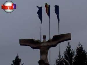 Ziua Naţională, sărbătorită cu mai multe steaguri decât în anii trecuţi şi cu o paradă a tehnicii MAI