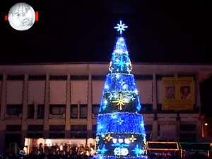 Peste 5.000 de suceveni au participat la aprinderea luminilor în bradul de Crăciun din Centru