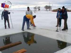Gheaţă de 25 de centimetri, la Bosanci, pentru ridicarea crucilor de Bobotează