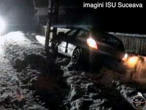 Accident cu doi răniţi după ce un şofer de 19 ani s-a izbit violent de un stâlp
