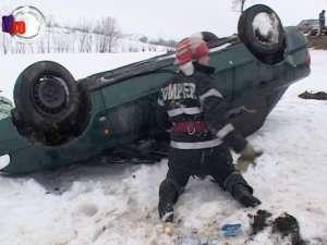 Accident pe DN 2, după ce un Audi cu patru oameni s-a răsturnat de mai multe ori în decor