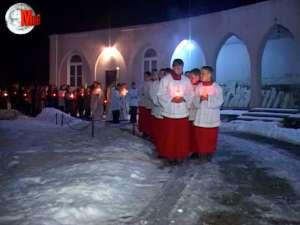 Sute de credincioşi, prezenţi la Slujba de Înviere de la Basilica Minor din Cacica