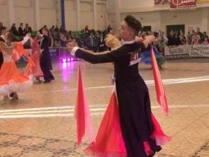 Sute de dansatori, prezenţi ieri la Festivalul Naţional de Dans Sportiv, organizat la Suceava