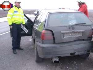 A provocat un accident la ieşirea din Suceava şi a fugit, lăsând la faţa locului numărul maşinii