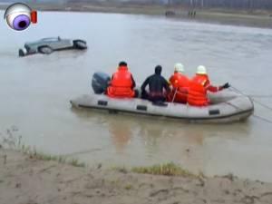 Un pădurar de 36 de ani, tată a doi copii, a murit prins sub maşina cu care traversa râul Siret