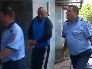 Atacatorii cu topoare şi bâte de la terasa din Obcini, prinşi şi arestaţi