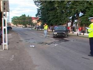Accident cu trei răniţi în centrul comunei Dumbrăveni