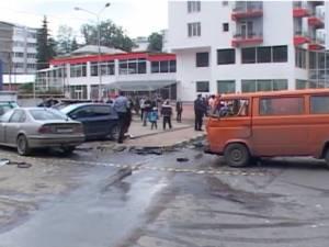 Accident cu sapte victime, dupa ce un BMW  a intrat intr-un microbuz cu calatori