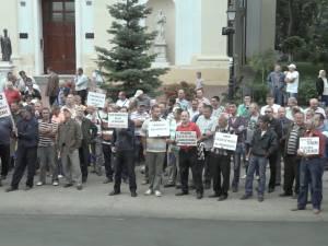 Disponibilizaţii de la Termica şi-au cerşit drepturile în stradă