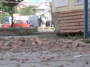 Bucăţi din faţada a două blocuri din Burdujeni s-au prăbuşit