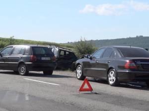 Trei maşini implicate într-un accident în lanţ, la Dărmăneşti