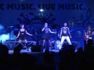 Supershow făcut de Loredana, Vunk şi Ruby, sâmbătă, în parcarea Iulius Mall Suceava