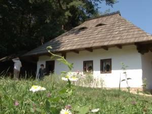 Târgul meşterilor populari, din Muzeul Satului Bucovinean