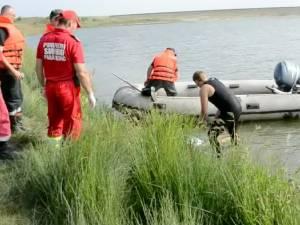 Un bărbat înecat în iazul Lipoveni şi un cadavru găsit în râul Suceava, la Mihoveni