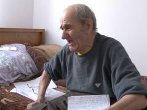 La 88 de ani, îşi târâie bătrânețea într-un azil, după ce a fost alungat din propria casă de fiul şi nora sa