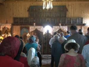 Zeci de credincioşi, prezenţi ieri la hramul Bisericii Sfântul Simion din Suceava
