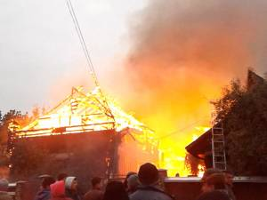 Incendiu violent la gospodăria viceprimarului din Fântâna Mare