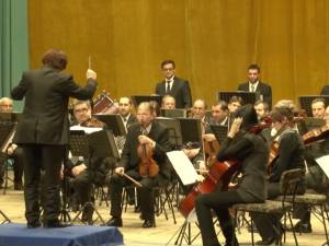 """Două săli pline de elevi, la concertul simfonic """"Muzica şi bucuriile iernii"""""""