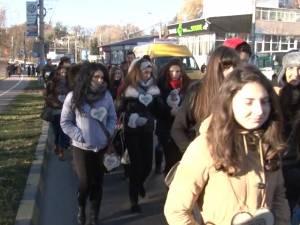"""Câteva sute de persoane au participat ieri la Marşul """"Pledoarie pentru demnitate"""""""