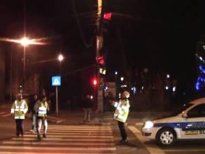Semafoare din centrul Sucevei, distruse de un autotren care transporta două camioane