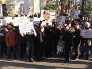 Democrat-liberalii suceveni au deschis, în ajun de Moș Nicolae, seria mișcărilor de stradă