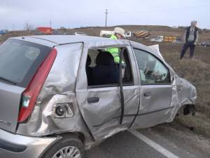 Accident cumplit, cu trei copilaşi proiectaţi pe carosabil