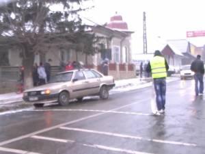 Două eleve, accidentate pe trecerea de pietoni de lângă şcoală