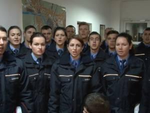 Corul elevilor jandarmi de la Fălticeni a colindat Monitorul de Suceava