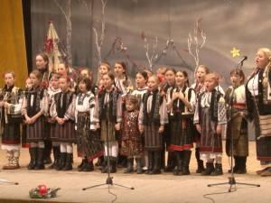 """""""Crăciun românesc"""", cu colinde tradiţionale şi mesageri îmbrăcaţi în costume populare, pe scena suceveană"""