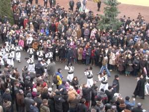 Peste 5.000 de persoane au participat la parada obiceiurilor de iarnă din Suceava