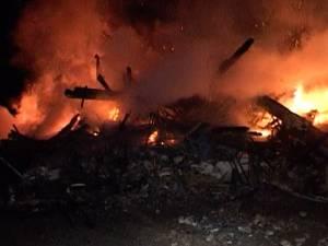 Flăcări cât casa într-o gospodărie în care cinci oameni serbau Anul Nou