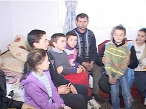 O familie refuză să-şi lase cinci copii la şcoală, după ce unul dintre ei a rămas repetent