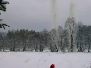 Poduri de gheaţă cu risc de inundaţii, aruncate în aer cu 40 de kilograme de exploziv