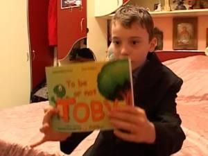 Sebi, băieţelul de nici 12 ani diagnosticat cu o boală cruntă, şi-a lansat a doua carte