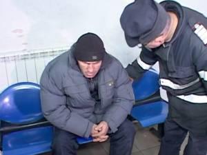 Amărâţii care îngheţau în Gara Burdujeni s-au înghesuit în maşina pompierilor, pentru a fi duşi într-un adăpost