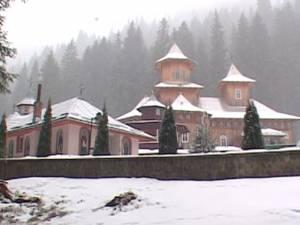 Minora dispărută din Bucureşti, spovedită, cazată şi mai apoi trimisă acasă de călugării Mănăstirii Sihăstria Rarăului