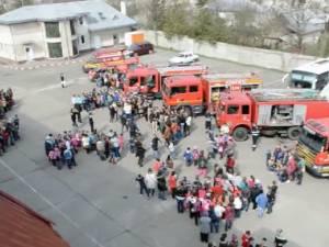 Pompierii ISU Suceava şi-au deschis porţile pentru mii de copii din tot judeţul