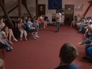 """Bune maniere explicate pe înţelesul celor mici în cadrul """"Şcolii de Vară Suceava"""""""