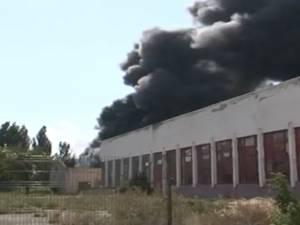 Incendiu puternic, fum înecăcios şi explozii, în curtea fostei IRA Suceava