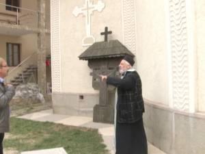 Scene violente şi jigniri, în timp ce preotul Vrăjitoru s-a aflat faţă în faţă cu cel despre care a scris note informative la Securitate