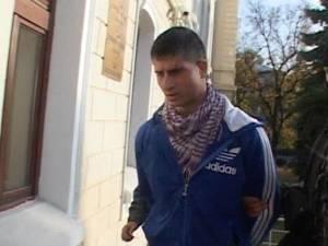 Reținut pentru furt, un suspect a încercat să fugă din sediul poliției, spărgând două geamuri termopan