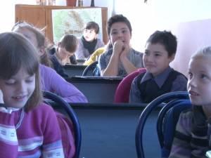 21 de elevi din cinci generații diferite sunt colegi de clasă la școala din Racova, Udești