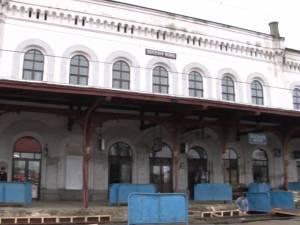 Reabilitarea Gării Iţcani,  începută cu lucrări de reparaţii la peron