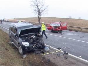 Accident grav la Cumpărătura, după ce un Logan a derapat într-o curbă