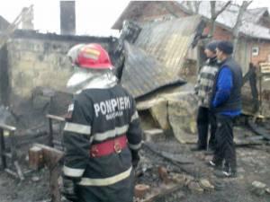Trei gospodării, grav afectate de incendii puternice izbucnite în toiul nopţii