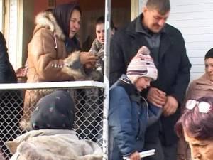 Scene sfâşietoare la înmormântarea mamei şi copilului morţi în incendiul de la Ciprian Porumbescu