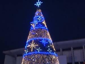 Aprinderea luminilor în bradul de Crăciun, sărbătorită de mii de suceveni