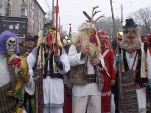 Sucevenii au admirat peste 1500 de urători, la Festivalul de datini şi obiceiuri de Anul Nou