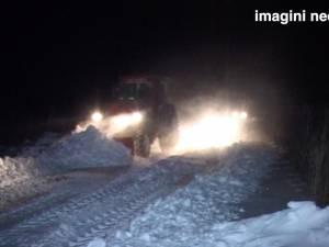 Doi tineri au rămas înzăpeziţi la Bălăceana, după ce au ajutat un copil să ajungă acasă